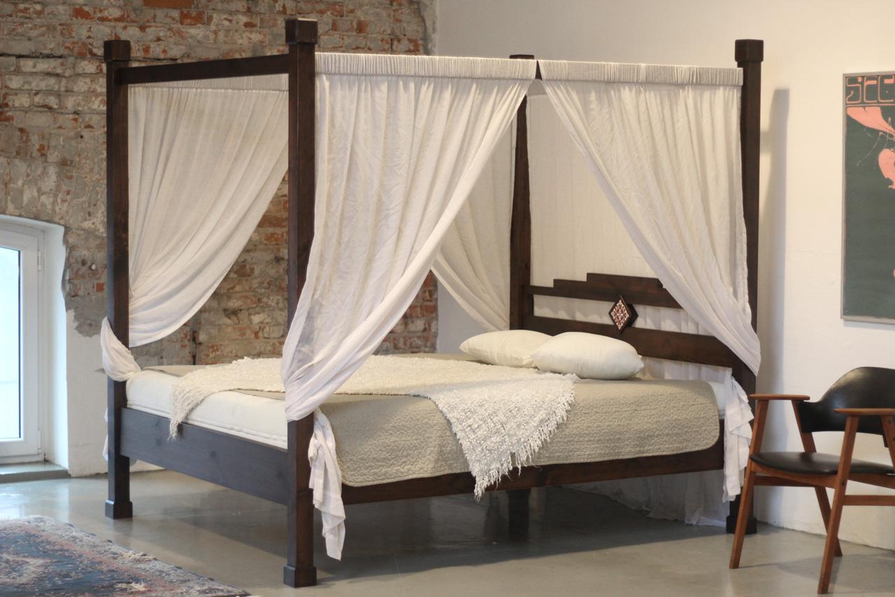 Łóżko drewniane do mieszkania